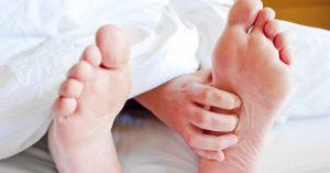 چرا خارش پوست در شب رخ می دهد و چه اقدامی می توان برای کاهش آن انجام داد؟